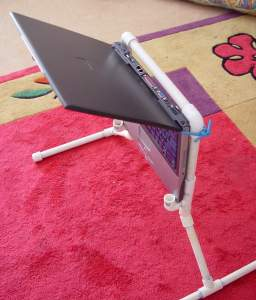 Laptop in Lappyvator frame